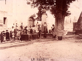 revest-place-fontaine-eglise-2